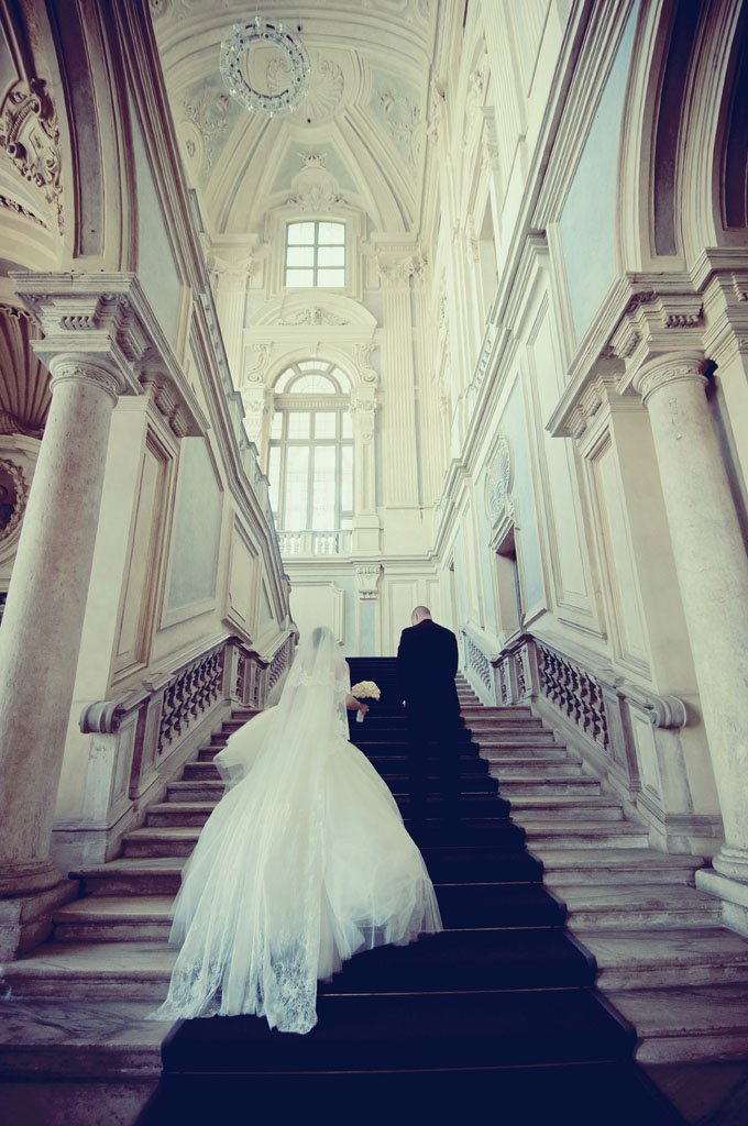 sposi scalinata