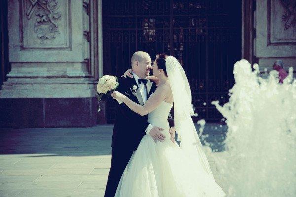sposi fontana piazza castello torino