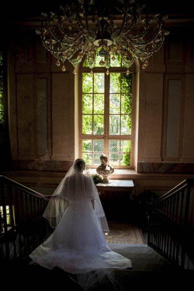 sposa che scende le scale