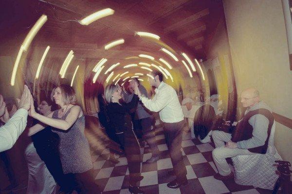 ospiti che ballano
